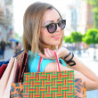 Fashion lady of holding shopping bags in modern city. — Foto Stock
