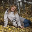Beautiful girl in autumn forest — Stockfoto