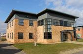 Vuoto nuovo edificio per uffici — Foto Stock