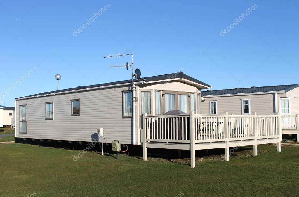 caravane moderne maison dans parc roulottes photographie speedfighter17 22726045. Black Bedroom Furniture Sets. Home Design Ideas