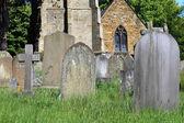 Antiguas tumbas en cementerio — Foto de Stock