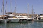 Sailboats moored in harbor — Stockfoto