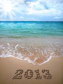 Nieuwe jaar 2013 is bekleed met kiezels op het strand. — Stockfoto