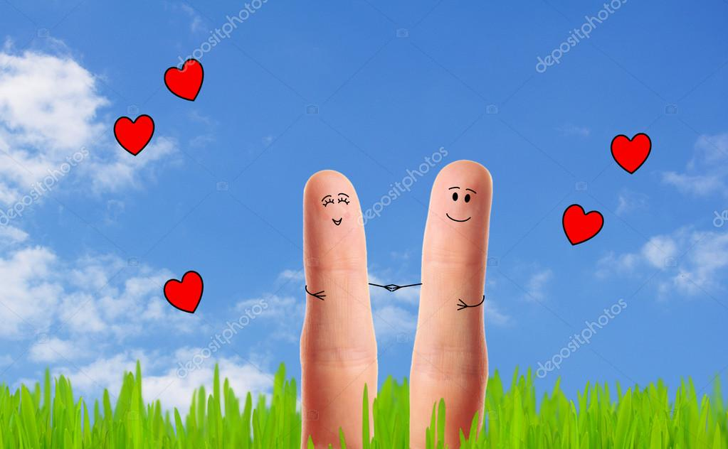 A happy couple in love taking a walk — Stock Photo #13655626