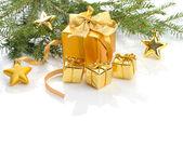 золотые рождественские подарки — Стоковое фото