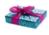 Mavi hediye kutusu — Stok fotoğraf