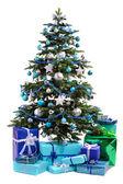 クリスマス ツリーの贈り物を — ストック写真