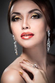 женщина с ярким макияжем — Стоковое фото