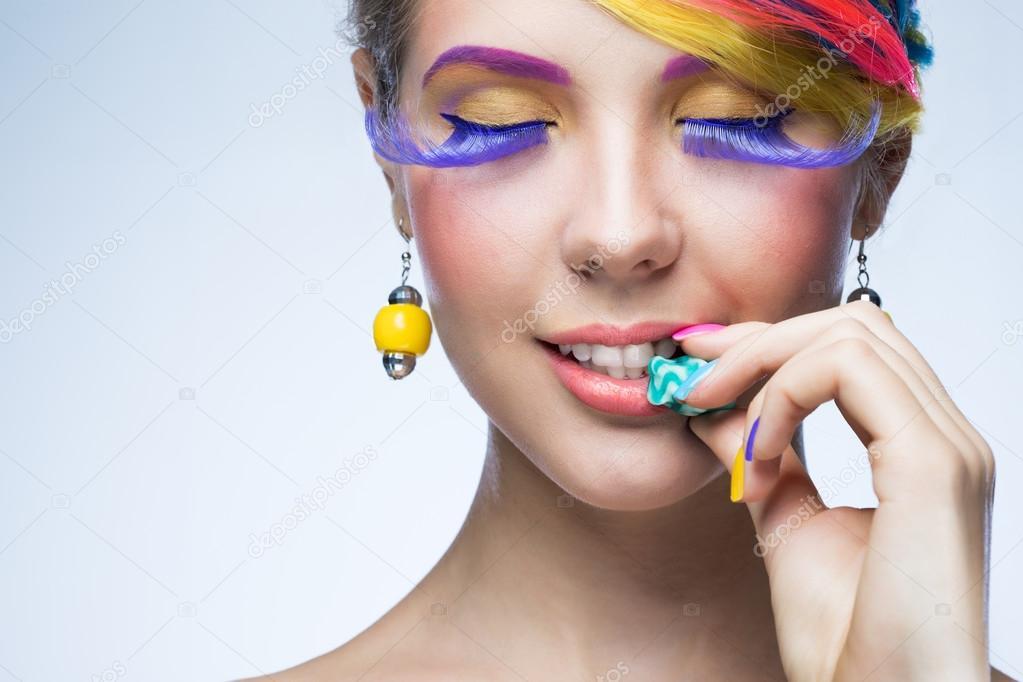 Фото лица девушек с ярким макияжем