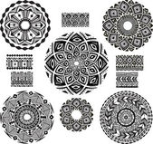Round Ornament Pattern with pattern brash — 图库矢量图片