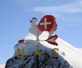 Vista a la montaña alpina en alpes suizos — Foto de Stock