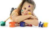 Little messy girl painter — Stockfoto