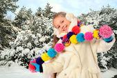 Vintern flicka i parken — Stockfoto