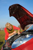 Woman senior and broken car — Stockfoto