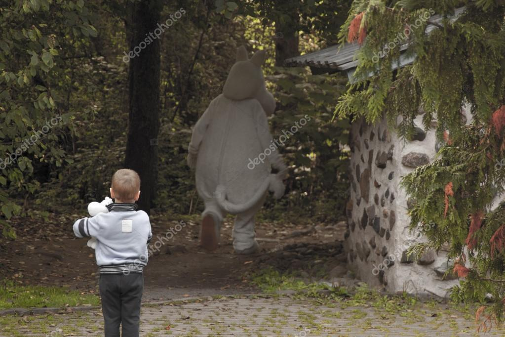 Young boy and Mumintroll. — Stock Photo #12637984