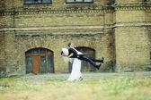 Funny wedding couple — Stock Photo