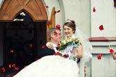 Wedding couple in the Catholic Church — Stock Photo