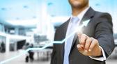 Uomo d'affari toccando il concetto grafico digitale — Foto Stock