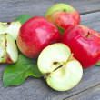 Fresh apples on the wooden bench — Foto Stock