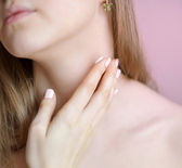 Unrecognizable female person apply cosmetic cream on her neck — Stock Photo