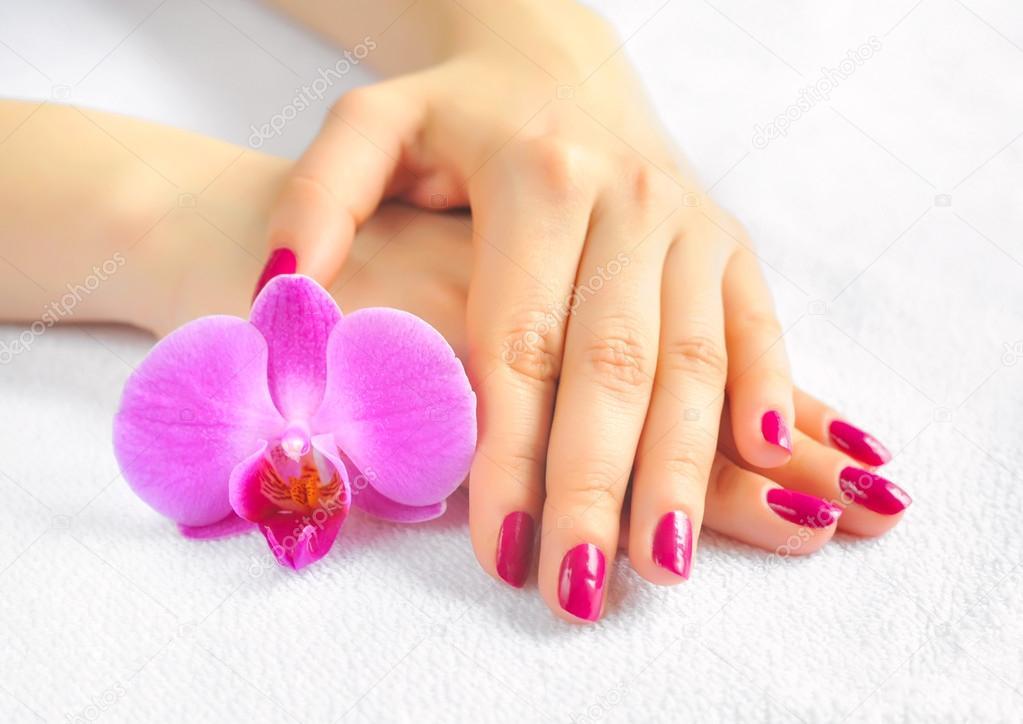 Наращивание ногтей цветок