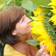 Young beautiful woman in a sunflower field — Stock Photo