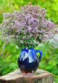 Beautiful bouquet of fresh oregano (Origanum vulgare) outdoors — Stock Photo