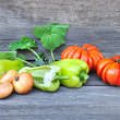 Fresh sweet green peppers with onion and tomatoes — Stockfoto
