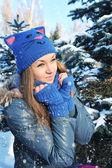 Retrato de invierno de niña hermosa — Foto de Stock