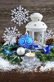 рождественская композиция с фонарем — Стоковое фото