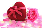 Heart-shaped Gift Box with pink rose on white background — Foto de Stock