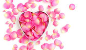 Heart-shaped Gift Box with pink petals on white background — Stockfoto