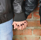 Pair of young people holding hands close-up — Stock Photo