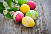 Colorful Easter eggs on a wooden table old — 图库照片