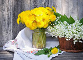 Bouquets of dandelions and lilies of the valley (Convallaria majalis) — Stock Photo