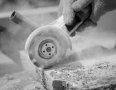 Grinder worker cuts a stone — Stockfoto