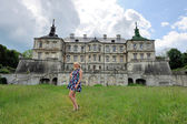 Young girl to castle in west Ukraine — Stockfoto