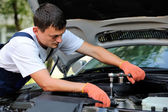 Car mechanic in auto repair service — Foto de Stock