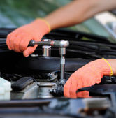 Hands of car mechanic — Stockfoto