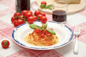 Pasta with tomato sauce with basil — Stock Photo