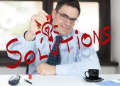 Muž v kanceláři - řešení — Stock fotografie