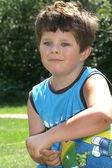 Chlapec s míčem — Stock fotografie