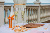 Wedding Champagne glasses at outdoor wedding. Champagne glasses for a wedding. — Stock Photo