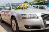Wedding car Car decoration for wedding with big bouquet — Stock Photo