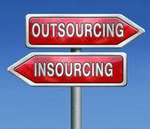 Insourcing u outsourcing — Foto de Stock