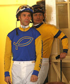 Thoroughbred Jockeys Alberto Delgado and Saul Arias — Stock Photo
