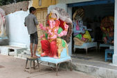 Making the Ganesha idol for hindu festival — Stock Photo
