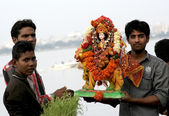 Hindu devotees perform puja — Stock Photo