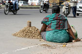 Poor indian street vendor sell peanuts — Stock Photo