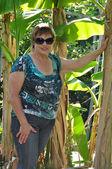 Woman near banana plant — Stock Photo